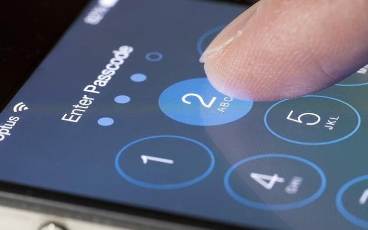 Garoto bloqueia iPhone por décadas após errar muitas vezes senha.