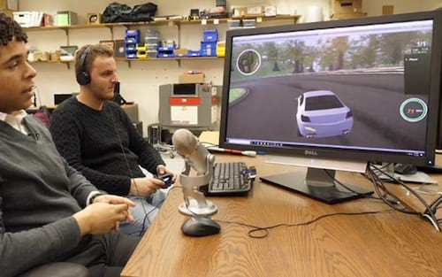 Sistema criado por estudante permite deficientes visuais a jogarem games de corrida