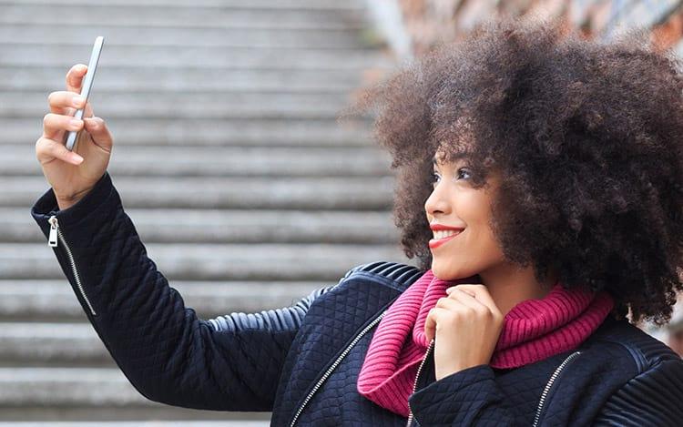 Selfies fazem parte de pacotes comercializados na Dark Web