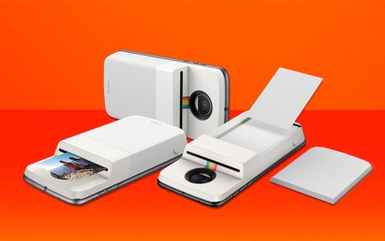 Um exemplo de Moto Snap, o Polaroid Insta-Share, que imprime as fotos tiradas pelo celular.
