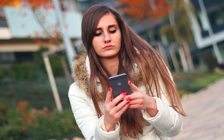 Pesquisa diz que 49% dos jovens brasileiros não largam os seus smartphones