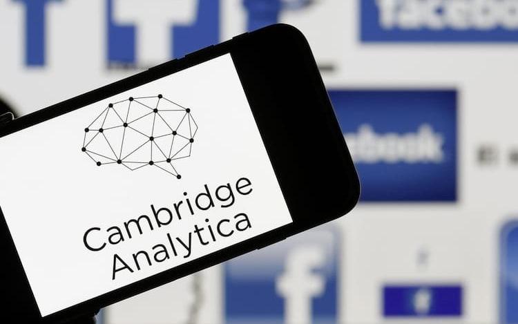 Tim Cook comenta escândalo envolvendo o Facebook.