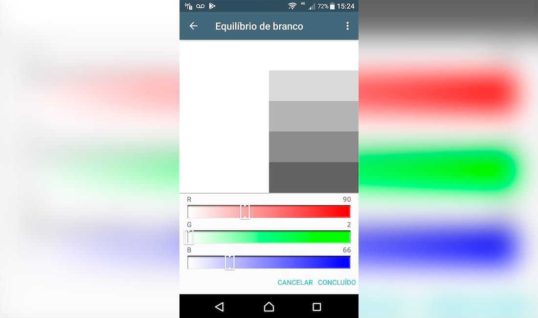 É possível ajustar o balanço de branco do display para acomodar melhor aos nossos olhos