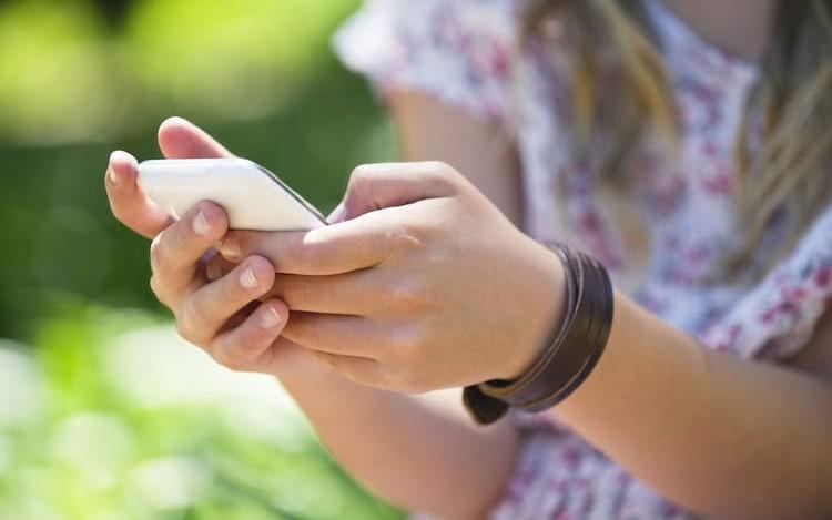 Aplicativos de controle parental afastam pais e filhos