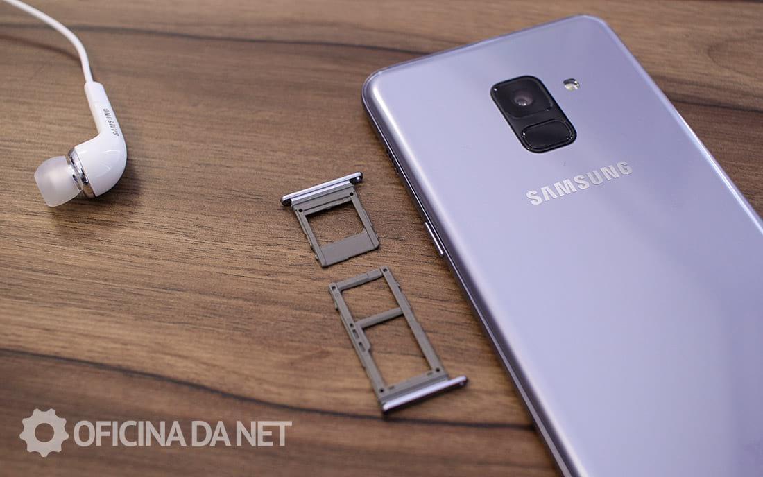 Galaxy A8 - Slots de cartões separados