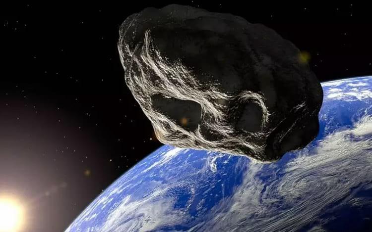 Asteroide do tamanho de um campo de futebol americano passa perto da Terra