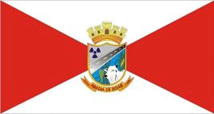 Cidade é a única do mundo com um símbolo nuclear na bandeira