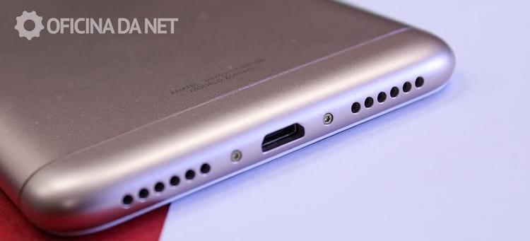 Entrada micro USB e alto faltante