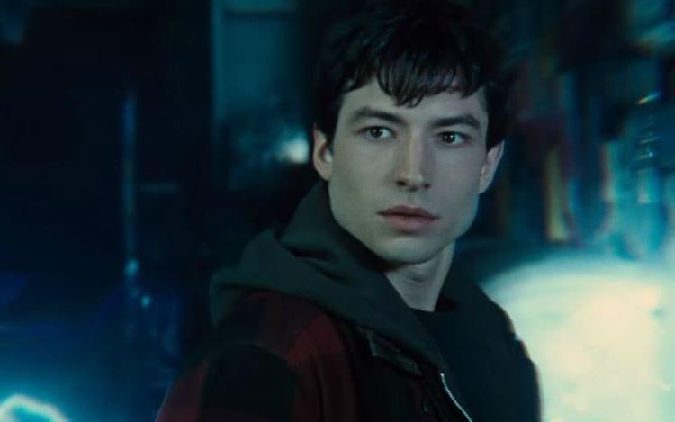 Ezra Miller interpreta Flash.