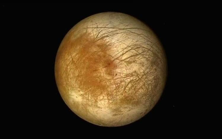 Novo estudo reforça a ideia de haver água em lua de Júpiter