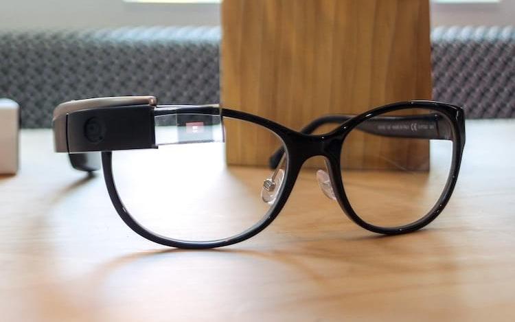 Óculos de realidade aumentada da Apple já possui previsão de lançamento.