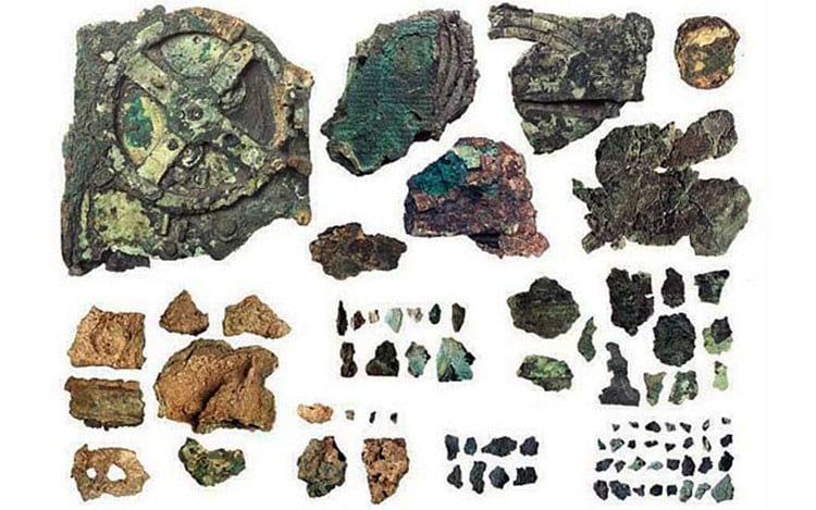 Fragmentos que foram descobertos em 1901 e nas expedições seguintes ao local