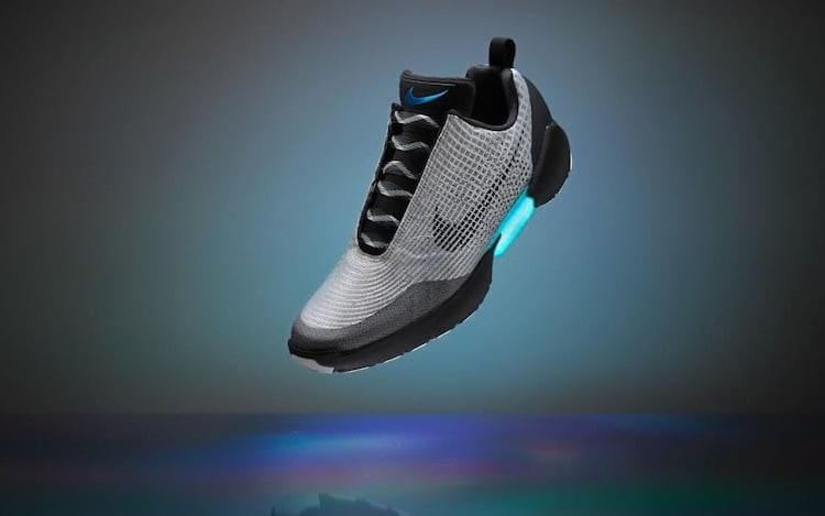 Nike inicia venda de tênis que pode amarrar cadarço sozinho.