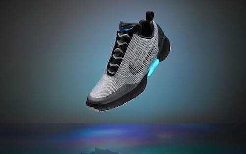 Nike inicia venda de tênis que pode amarrar cadarço sozinho