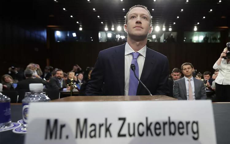 CEO do Facebook dando depoimento ao Congresso Americano. (Foto: Chip Somodevilla/Getty Images)