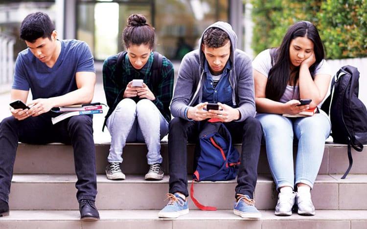 Jovens cada vez mais dependentes de smartphones