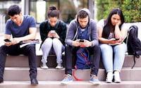 Uso de smartphones pode estar deixando adolescentes depressivos
