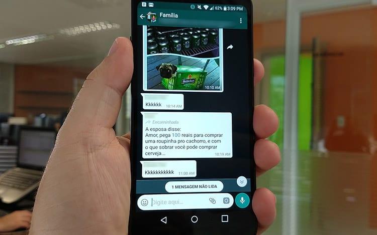 WhatApp mostra que mensagem foi encaminhada