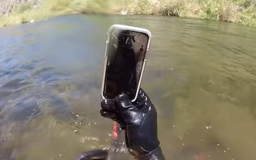 iPhone X ficou submerso em rio por duas semanas e sai funcionando normalmente