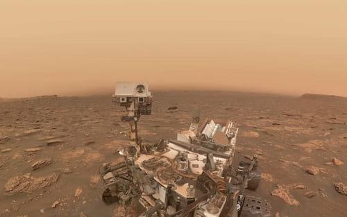 Sonda da NASA registra imagens raras de dunas azuis em Marte