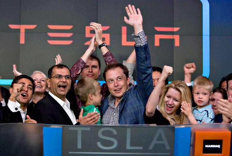 Musk, os gêmeos e a então esposa Telulah Rihley comemoram a entrada na bolsa de valores