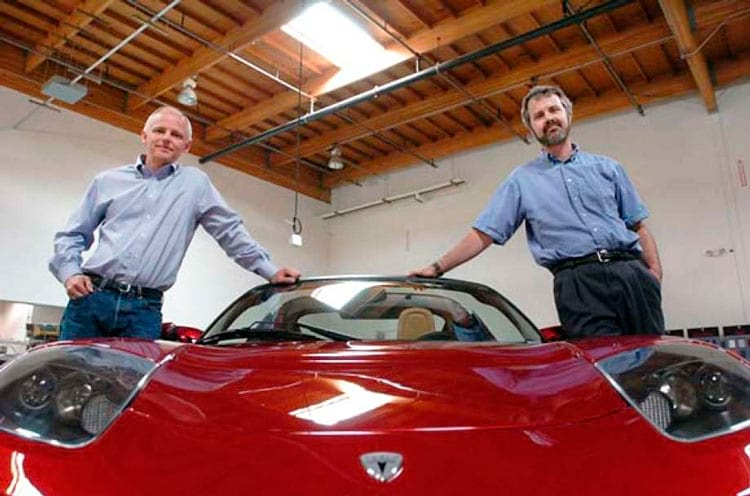 Tappening e Eberhard com um dos primeiros protótipos do Tesla Roadster
