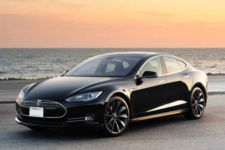 Model S foi o primeiro sedã de luxo da Tesla