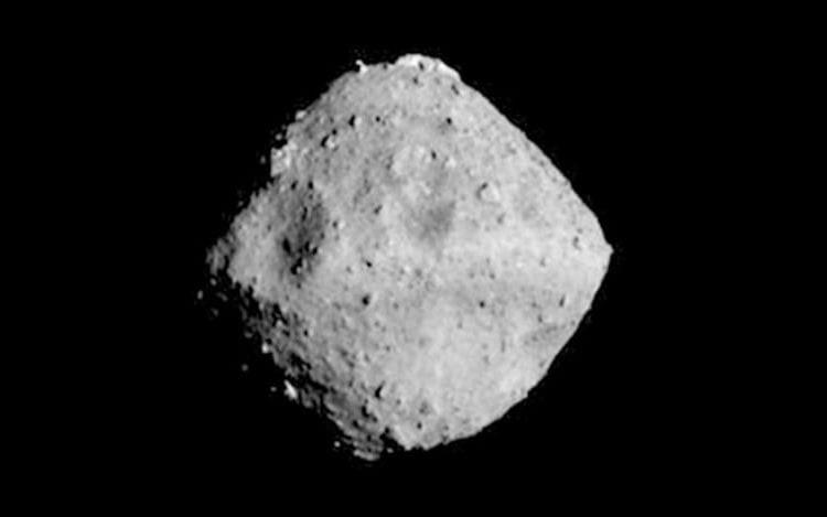 Sonda japonesa chega em asteroide que possui forma de pião.
