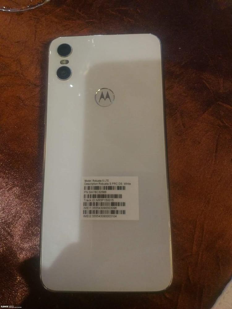Motorola One em novo vazamento.