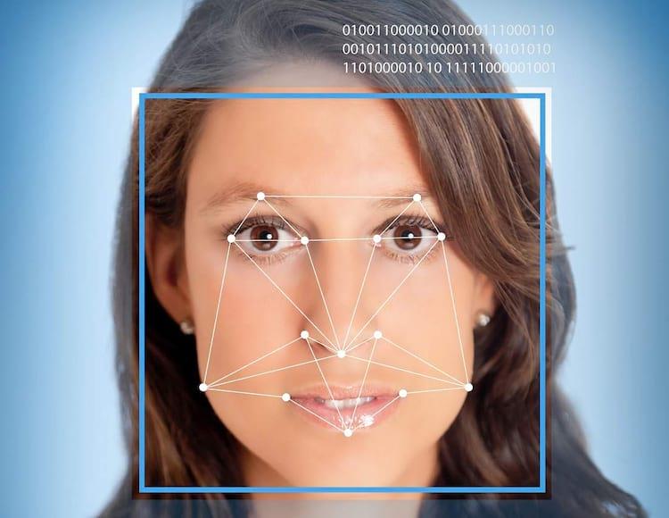 Recurso de reconhecimento facial está sendo empregado por várias fabricantes de smartphones.