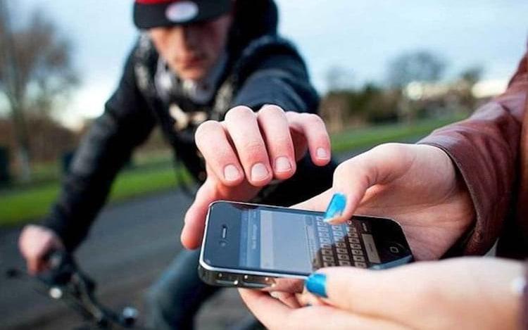 Pesquisa diz que quase metade dos internautas no Brasil tiveram os seus celulares roubados.