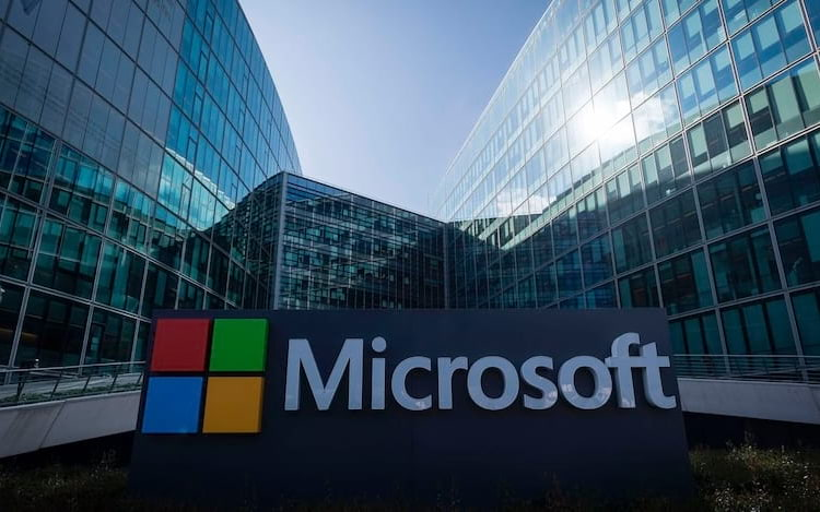 Microsoft pode lançar smartphones equipado com sistema Android. Por enquanto, tudo não passa de um rumor. A companhia não se manifestou oficialmente.