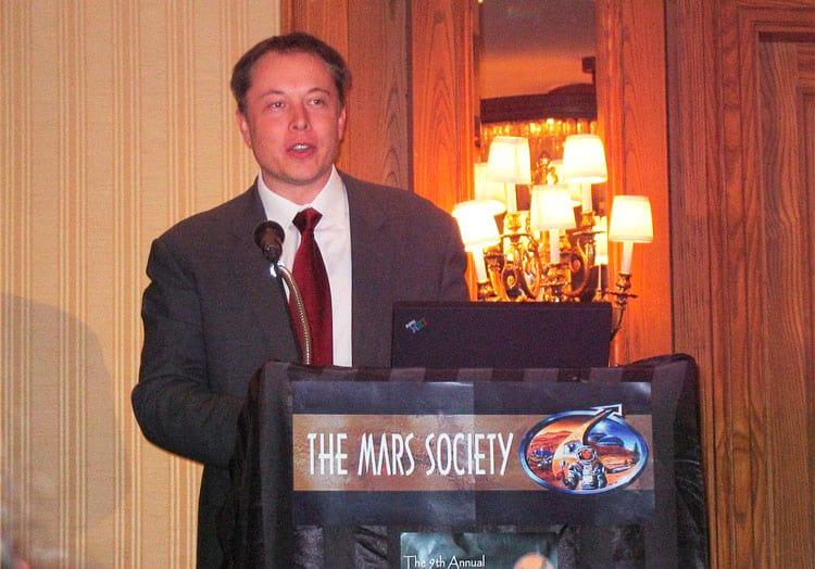 Elon volta a Mars Society em 2006 para falar sobre o rumo das pesquisas e desenvolvimento na SpaceX