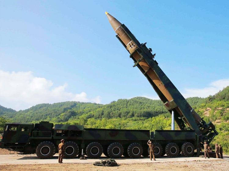 Por serem projetados para percorrer milhares de quilômetros, os ICBM's são comumente transformados em propulsores de foguete