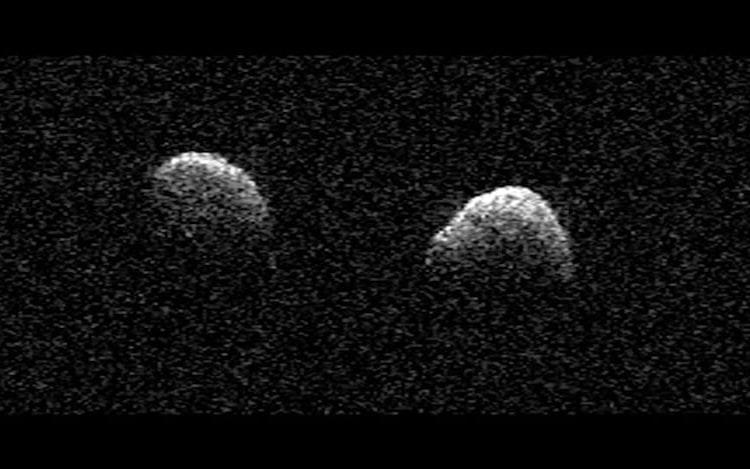 Asteroides gêmeos são vistos passando perto do nosso planeta.