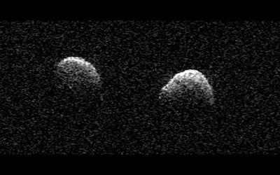 Asteroides gêmeos são vistos passando perto do nosso planeta