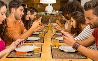 Você consegue fazer as suas refeições sem pegar o celular?