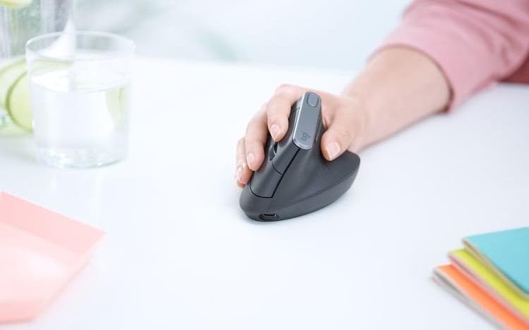 Novo mouse da Logitech pode contribuir para o fim da tendinite.