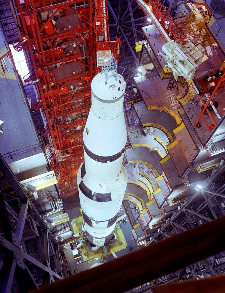 Saturn V pronto para a missão Apollo 4