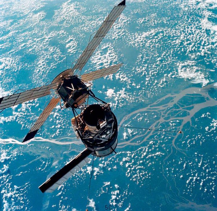 Close-up da estação espacial Skylab em 1973 fotografado domódulo de comando e serviço do Skylab 3. Esta seria a primeira estação espacial dos EUA