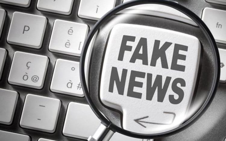 A fonte da informação deve ser averiguada para diferenciar uma notícia falsa da verdadeira.