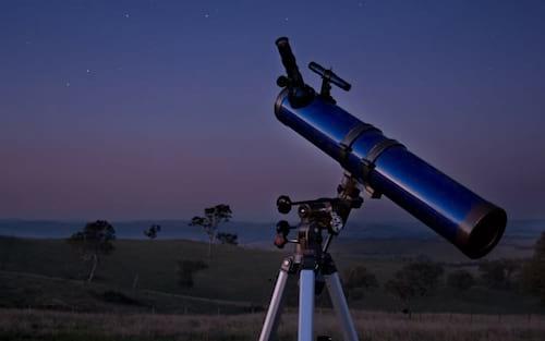 Dicas de como escolher um binóculo ou telescópio para praticar astronomia amadora