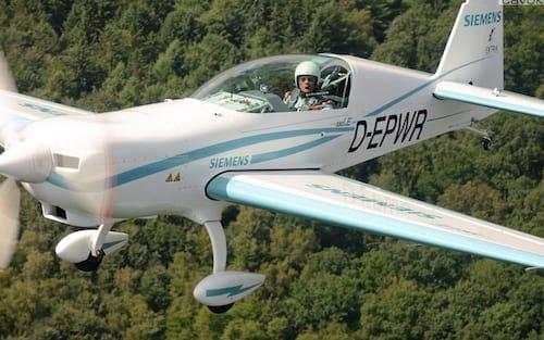Siemens prevê que aviões elétricos devem virar padrão até 2050