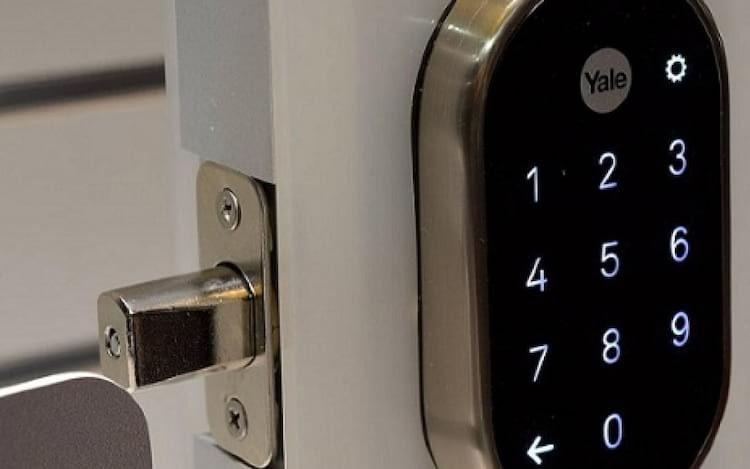 Yale revela parceria com a Philips Hue para garantir maior segurança a casas inteligentes.