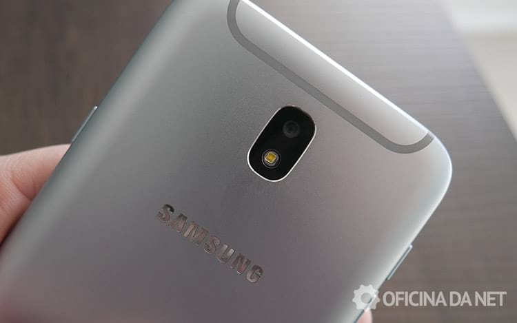 Parte de trás do Galaxy J7 Pro