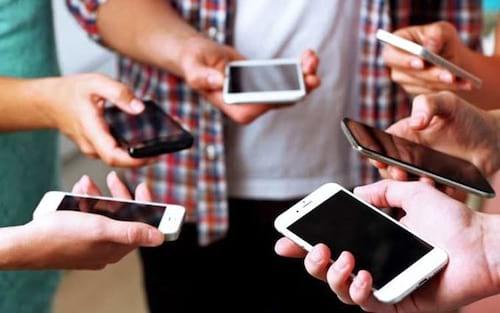 Pesquisa revela que 41% dos brasileiros são dependentes de smartphone