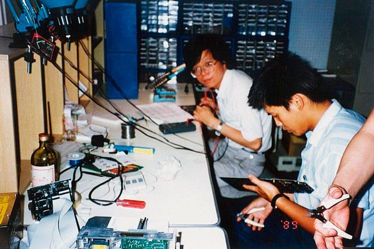 Uma das primeiras fotos da ASUS, em 1989