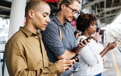 Saiba mais sobre o impacto do smartphone nas formas de linguagem