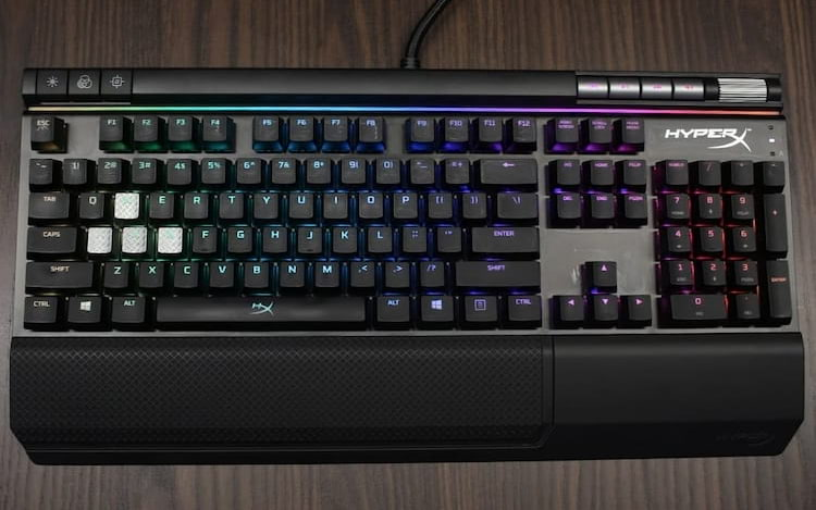 HyperX revela teclado mecânico gamer Alloy FPS RGB com switches Kailh Silver Speed.