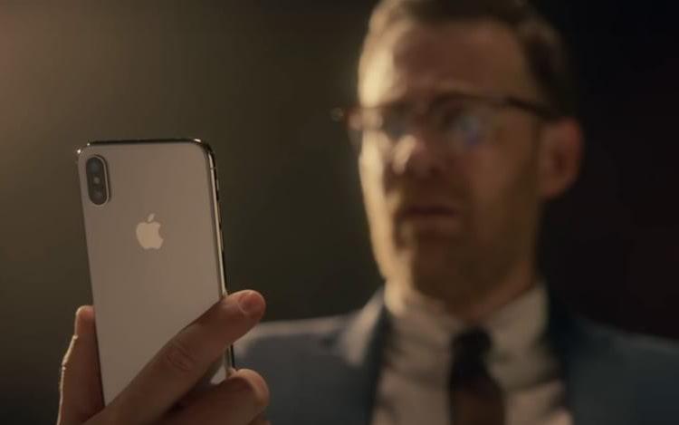 Com auxílio do reconhecimento facial do iPhine X, FBI conseguiu desbloquear aparelho.
